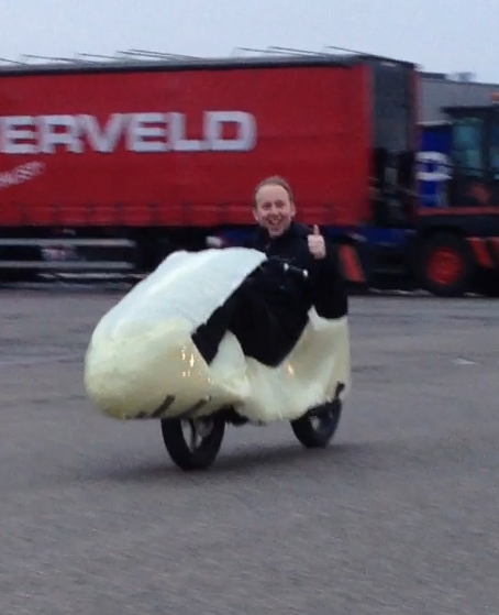 Thijs, who helped me with the making of the fairing, shows how he feels about the Funbike. :)