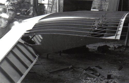 I collected several pictures of the construction of some gliders.