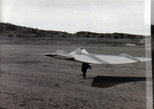 In may 1953 this forerunner of the modern rigidwing hangglider was tested. It was a flying wing glider for little money. Also a Reimar Horten design.